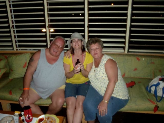Click image for larger version.  Name:Andy Bonnie and Bea.jpg Views:46 Size:49.5 KB ID:770