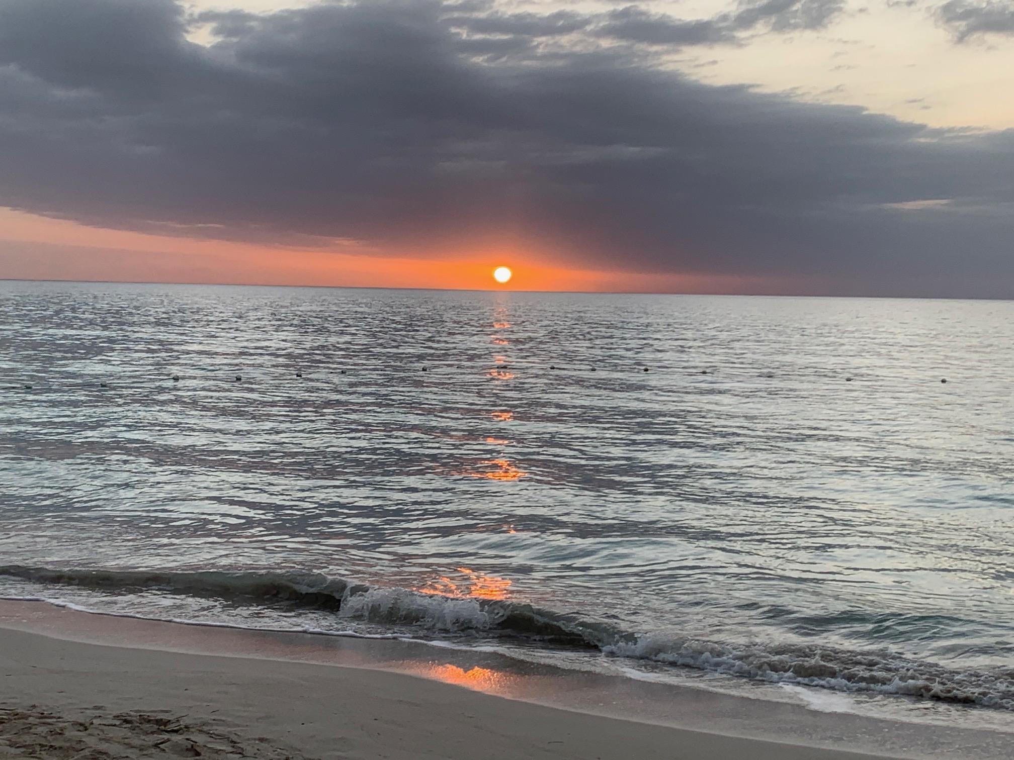 Name:  Sunsset.jpg Views: 1138 Size:  746.7 KB